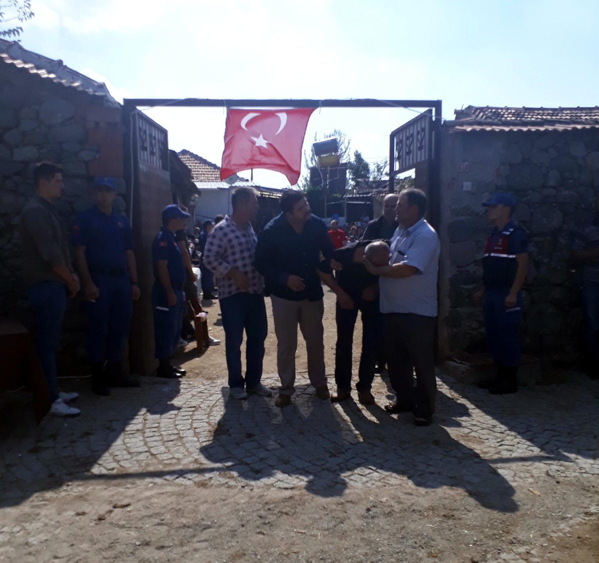 Yücel Ulus, the father of the martyr who had suffered the bitter news, fenalaştı. The ambulance medical teams intervened.