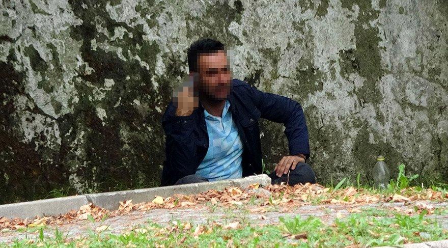 PARKTA TABANCA İLE İNTİHARA KALKIŞAN UFUK A., POLİSLER TARAFINDAN İKNA EDİLDİ. FOTO:DHA