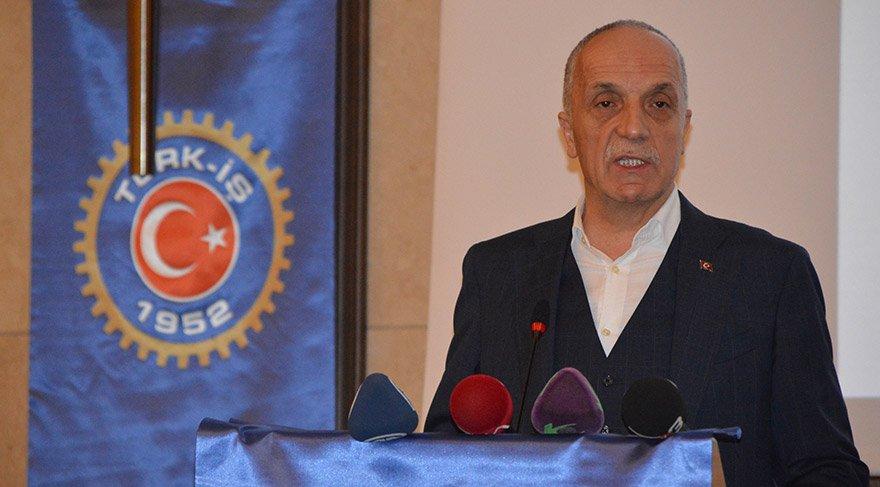 Türk-İş Genel Başkanı Ergün Atalay, sendikasının Afyonkarahisar'daki Bursa, İstanbul ve İzmir bölgelerine bağlı illerin şube başkanları ve il temsilcilerinin katıldığı eğitim seminerine katıldı. Atalay, burada bir konuşma yaptı. FOTO:AA