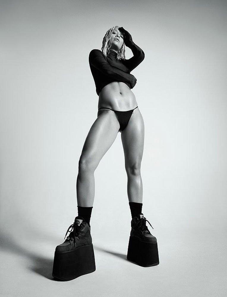 Rita Ora Clash Magazine dergisi için kamera karşısına geçti.