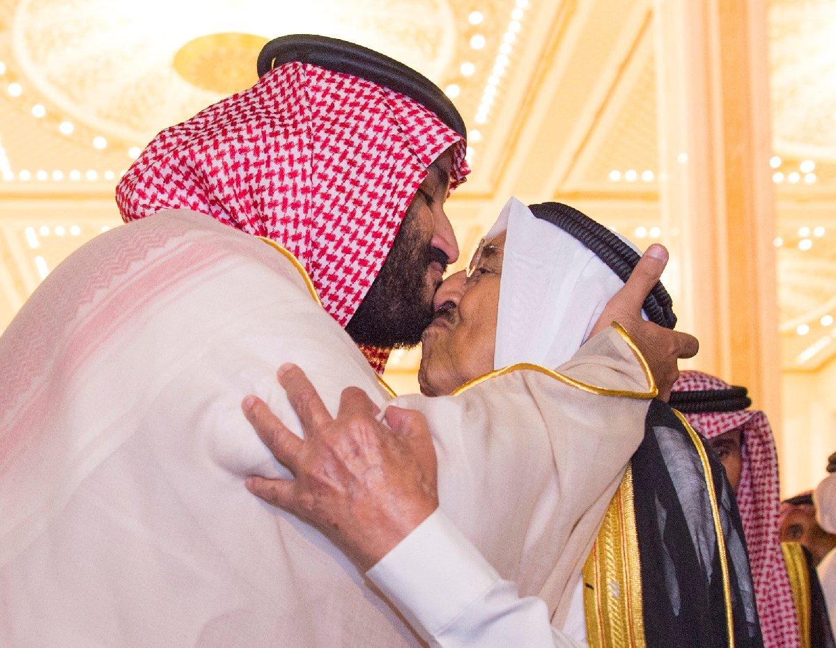 Hafta içinde Kuveyt Emiri'yle bir araya gelen Selman, bu görüntüyle dünya basınının gündemine gelmişti.
