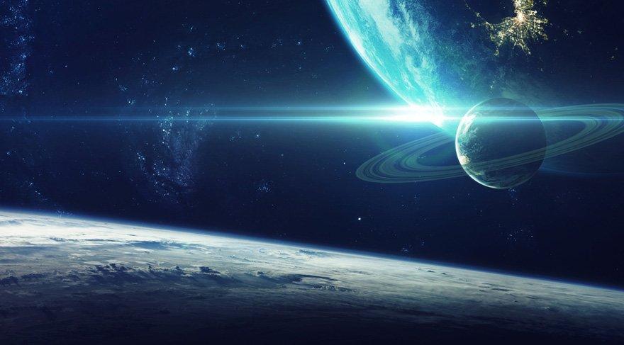 Satürn/Uranüs etkileşimi hakim gökyüzünde ve 15 gün kadar sürecek etkisi arkadaşlar. Birbirinden bağımsız hatta alakasız iki konuyu birleştirebilmek anlamına gelir, bu birleşimden uyum da çıkar. İş hayatında reformlar yapmak için motivasyonu kendimizde bulabilmek demektir, kontrollü devrim yapmak demektir.