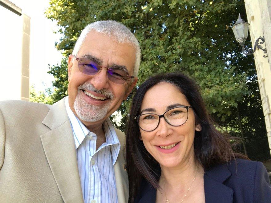Prof. Dr. Erhan Erkut, Sözcü Eğitim Editörü Yurdagül Uygun ile selfie çekti...