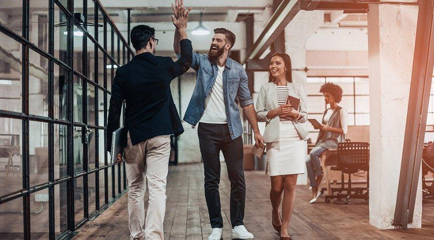 Oğlak: Terfi bekleyenler, iş değiştirmek isteyenler, iş arayanlar güzel fırsat ve şanslarla karşılaşabilirsiniz.Özel hayatınızda yalnız iseniz, karşılıksız aşklara yelken açabilirsiniz veya gizli ilişkiler içine sürüklenebilirsiniz.