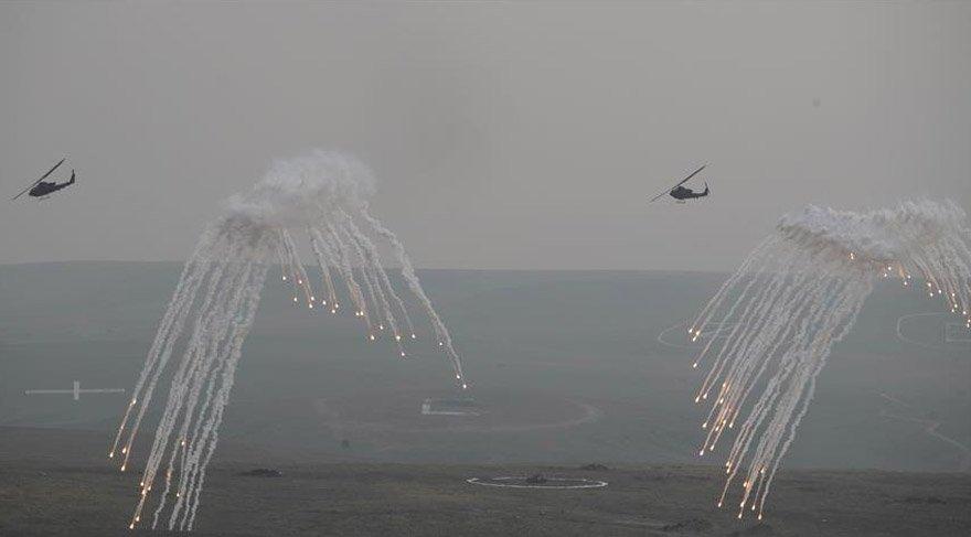 Atak helikopterler gövde gösterisinde bulundu. AA