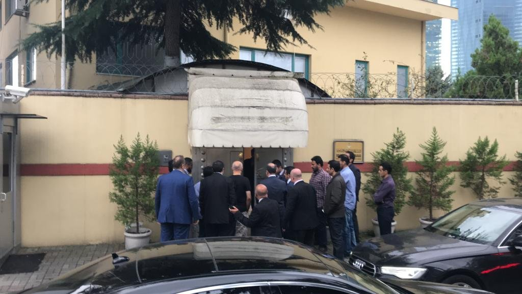 Yetkililer saat 18:00'de konsolosluğa giriş yaptı. FOTO: Sözcü - Fatma Vurgun
