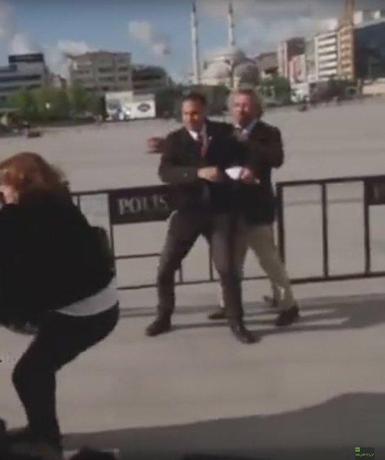 Can Dündar'ın arkasına saklandığı ve saldırıda ayağından vurulan muhabir Yağız Şenkal, karara isyan etti.