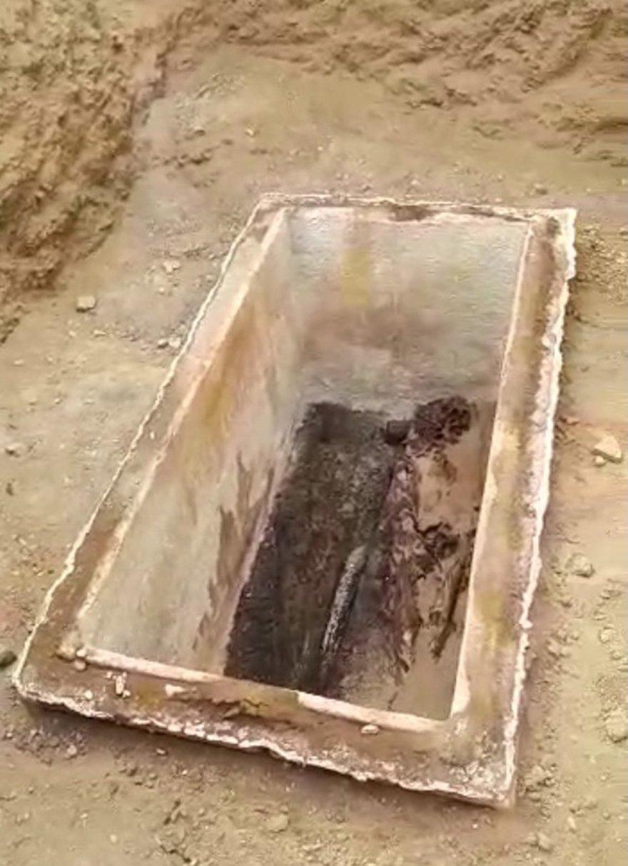 FOTO: SOZCU- 2300 yıllık mumyalanmış kadın ve erkek cesedi!