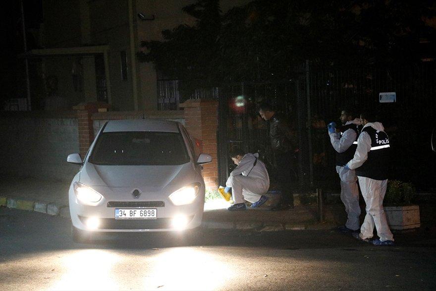 """FOTO: AA- Polisin """"dur"""" ihtarına uymayarak kaçan araçtaki 3 kişi, kovalamacanın ardından yakalandı"""