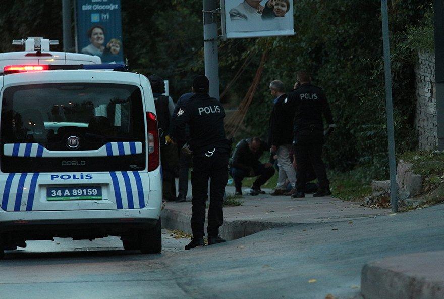 FOTO: DHA- ŞİŞLİ KADIRGALAR CADDESi'NDE YOL KENARINDA UZERINDE KABLOLAR BULUNAN PAKET POLIS EKIPLERINI HAREKETE GECIRDI
