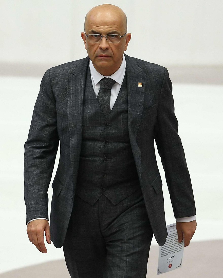 Enis Berberoğlu tahliye edildikten sonra Meclis'te yemin etmiş ve çalışmalarına başlamıştı.
