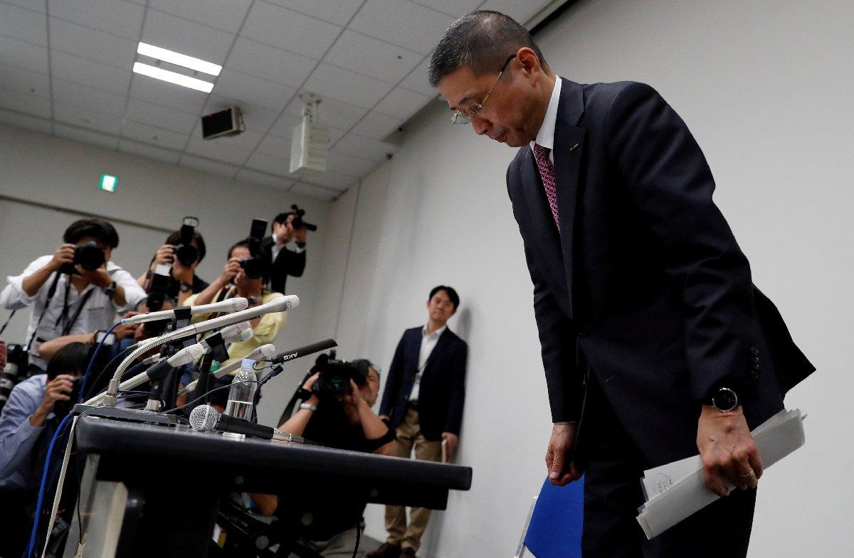 CEO Hiroto Saikawa düzenlediği basın toplantısında eğilerek Japon halkından özür diledi.
