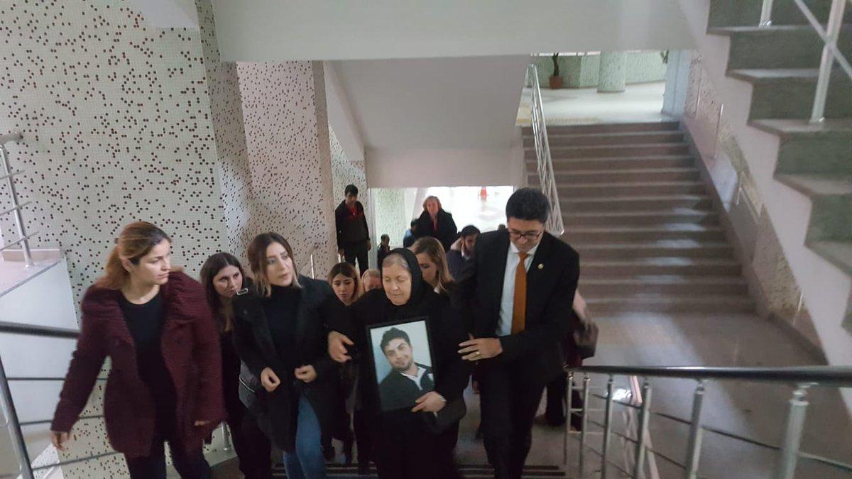 Abdullah Cömert'in ailesi adliyeye böyle geldi.