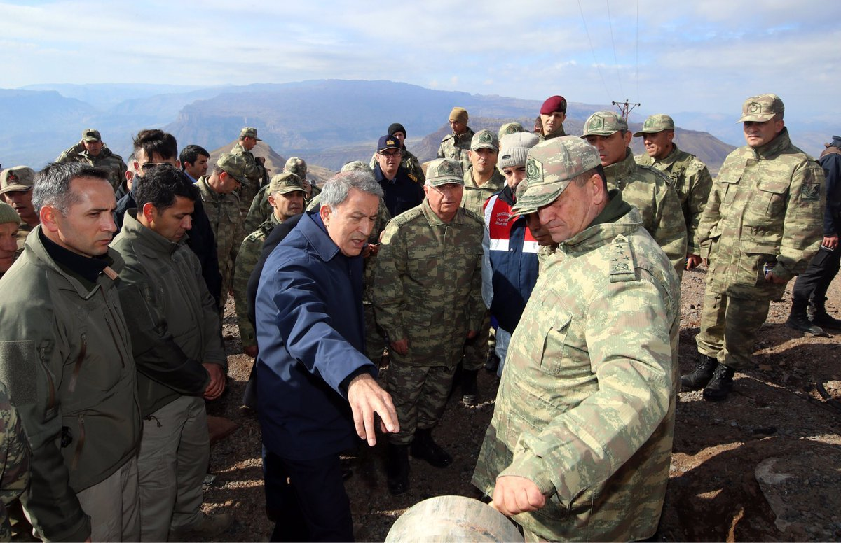 Akar patlamanın gerçekleştirği ve 7 askerimizin şehit olduğu tepeyi inceledi. DHA