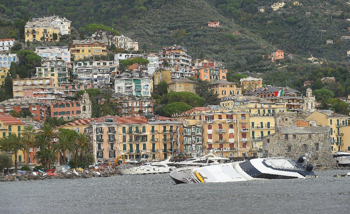 İtalya'nın özellikle sahil bölgeleri fırtına ve olumsuz hava şartlarından etkilendi.