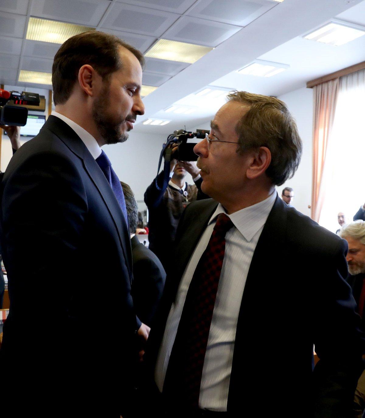 Eski AKP Genel Başkan Yardımcısı olan CHP Milletvekili Abdüllatif Şener ile Berat Albayrak komisyonda böyle karşılaştı. Fotoğraf: Yavuz Alatan