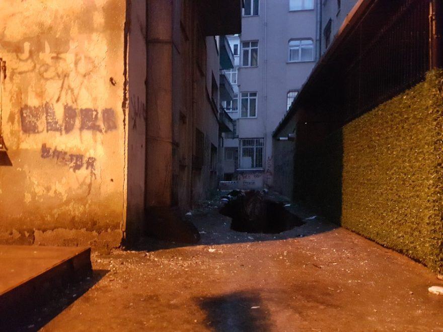 Binadaki çökme tehlikesi nedeniyle bina boşaltıldı. DHA