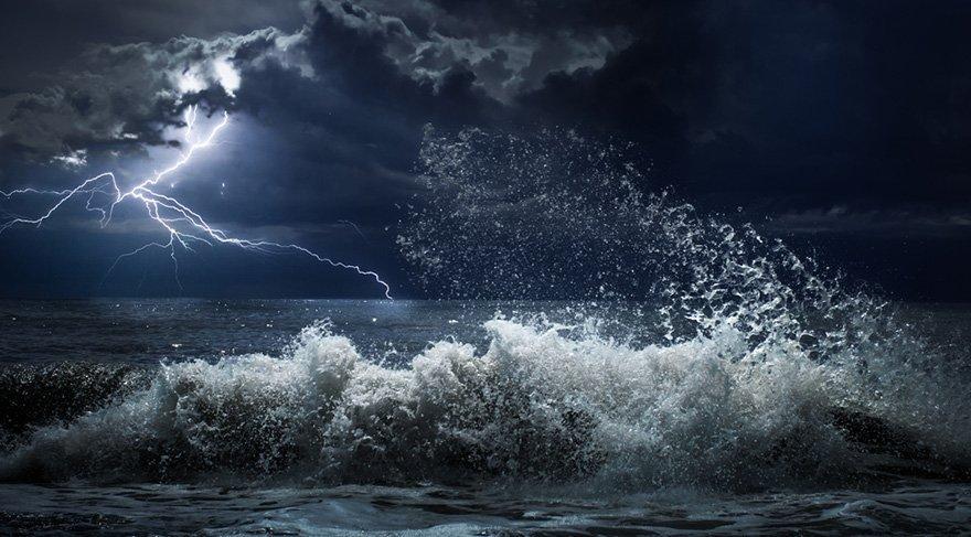 Özellikle denizlerde kabarmalar, taşmalar, sel olayları gündeme gelebilir. Deniz taşıtlarında kaza haberlerine rastlayabiliriz, boğulma haberleri olabilir sık sık. Ruhsal, manevi stres seviyesi artış olabilir. İç dünyamızda bazı savaşlar verebiliriz. Harekete geçmekte zorlanabilir, tembelliğe yenik düşebilir.