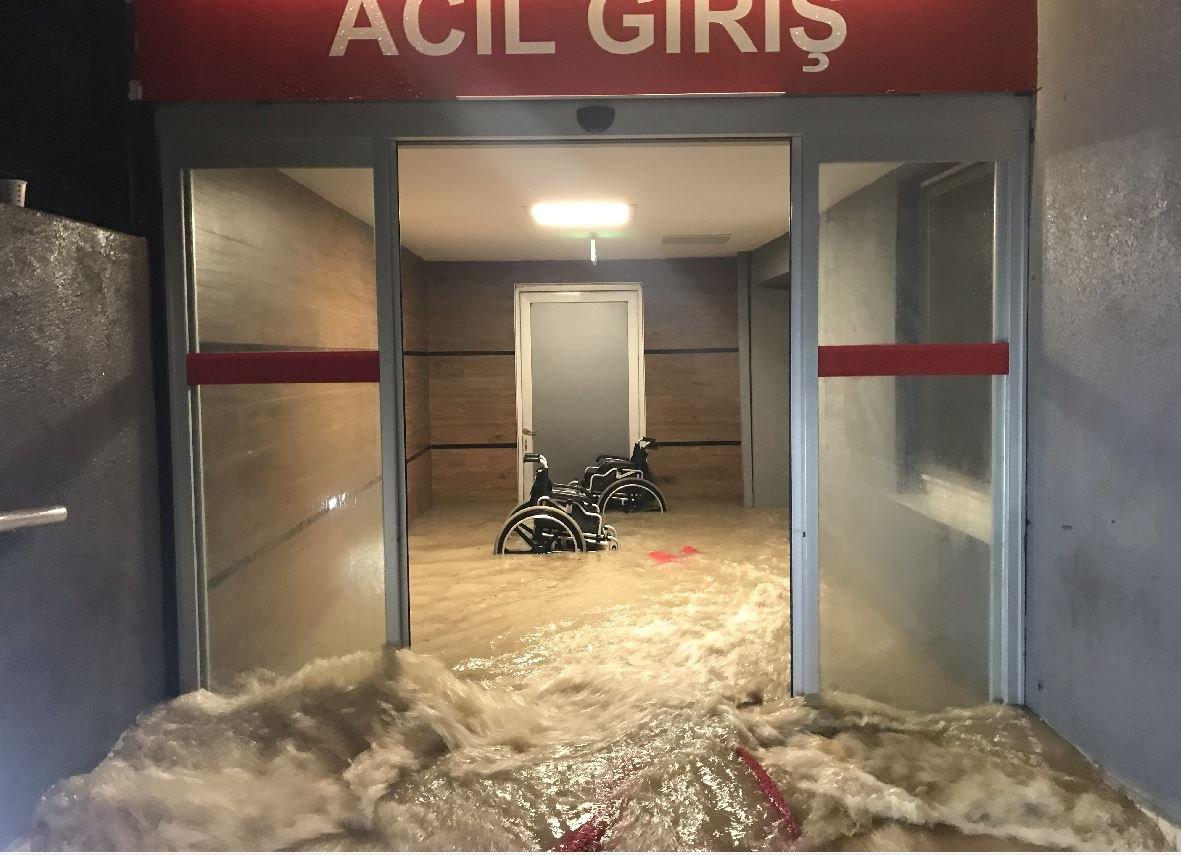 Edirne'de selden bir özel hastanenin acil servisi de etkilendi.