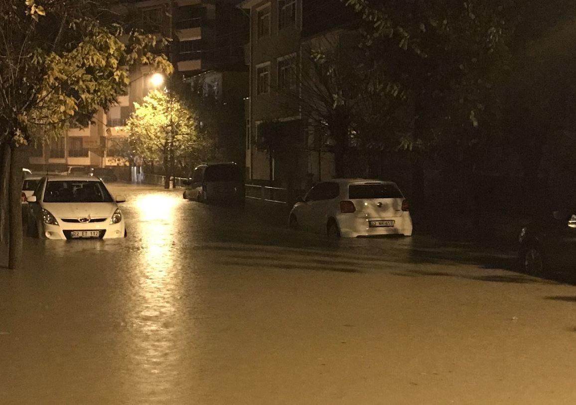 Edirne'de özellikle bordum katlardaki birçok ev sular altında kaldı.