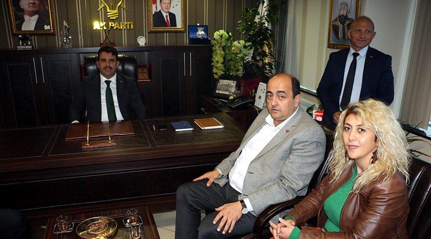 Gülüç beldesinin CHP'li Belediye Başkanı Mustafa Gökhan Demirtaş partisinden istifa ederek AK Parti'ye katıldı. AK Parti Ereğli İlçe Başkanlığını ziyaret eden Demirtaş, aday adaylığı için başvuruda bulundu. Foto: DHA