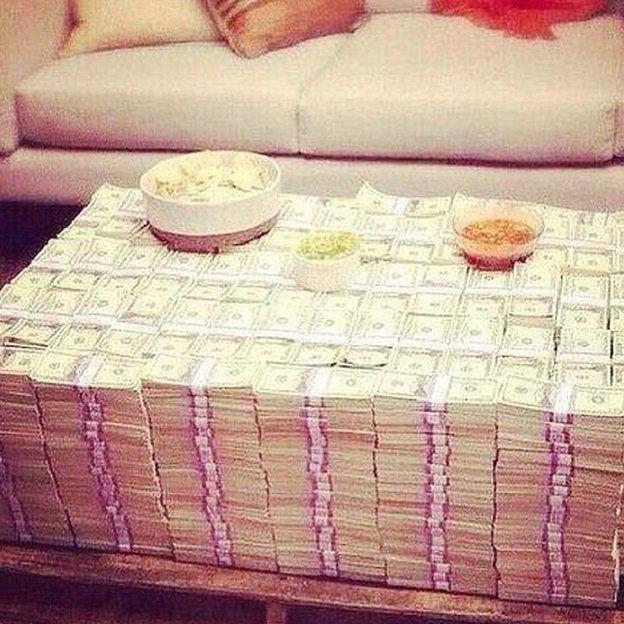 El Chapo'nun uyuşturucu ticaretinden kazandığı paraları malikânelerinde sakladığı ifade edildi.