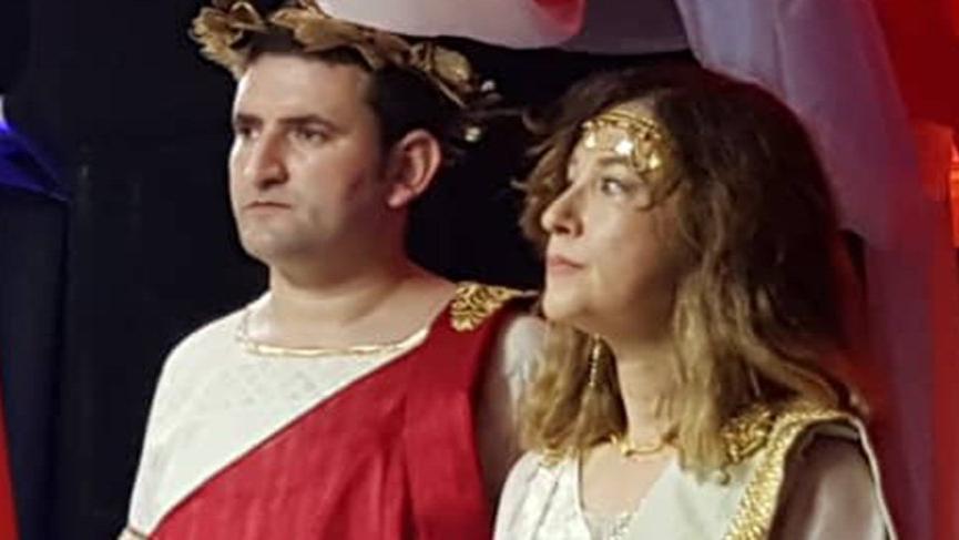 Büyükelçi Helen, katip Zeus oldu