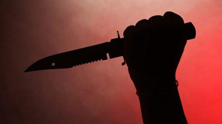 Okula gitmek istemeyen çocuk annesini bıçakladı