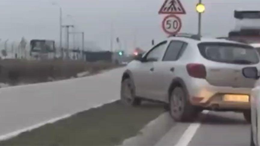 Kural tanımayan sürücü trafiği birbirine kattı