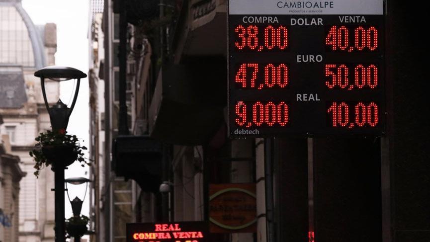 Arjantin'in kredi notu düşürüldü