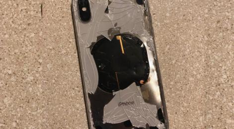 Güncelleme yaparken telefonunu şarjda bırakanlar dikkat! iPhone X'i patladı!