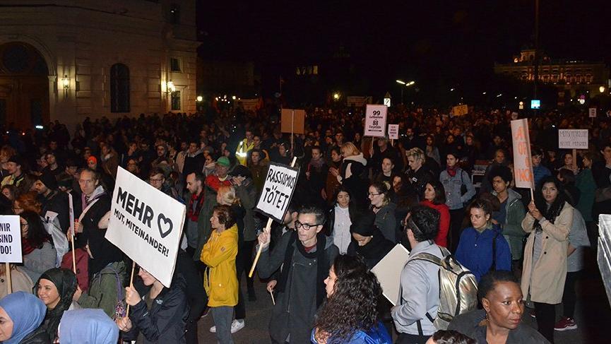 Avusturya'da aşırı sağcı hükümet karşıtı gösteri