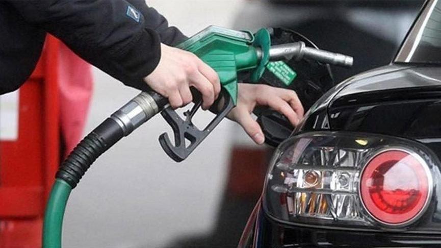 Böylesi ilk kez oluyor… Benzine indirim yansıdı motorinle eşitlendi!