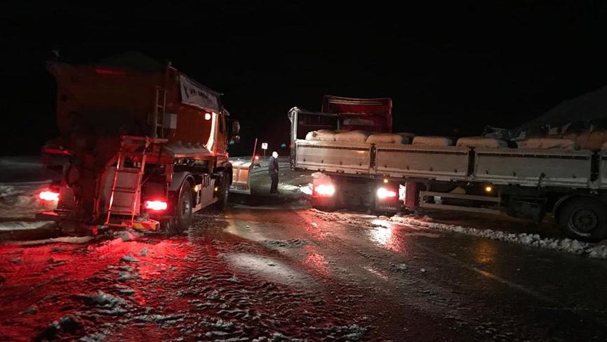 Kop Dağı Geçidi buzlanma nedeniyle ulaşıma kapatıldı