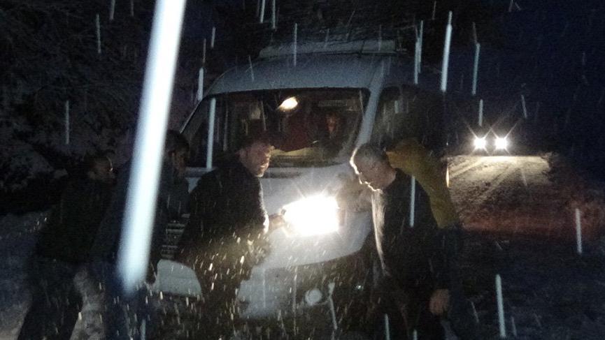 Kar esareti erken başladı! Mahsur kalan 22 kişi için sefer oldular
