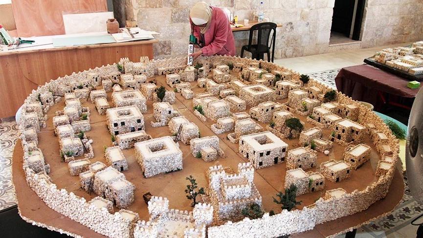 Filistinli kadın sanatçı 2000 yıllık Nablus kentinin minyatürünü yaptı