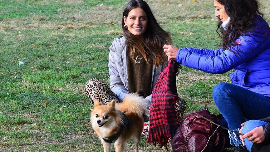 Gülcan Arslan köpeğiyle parka çıktı