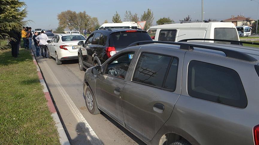 İnegöl'de zincirleme trafik kazasında 8 araç birbirine girdi