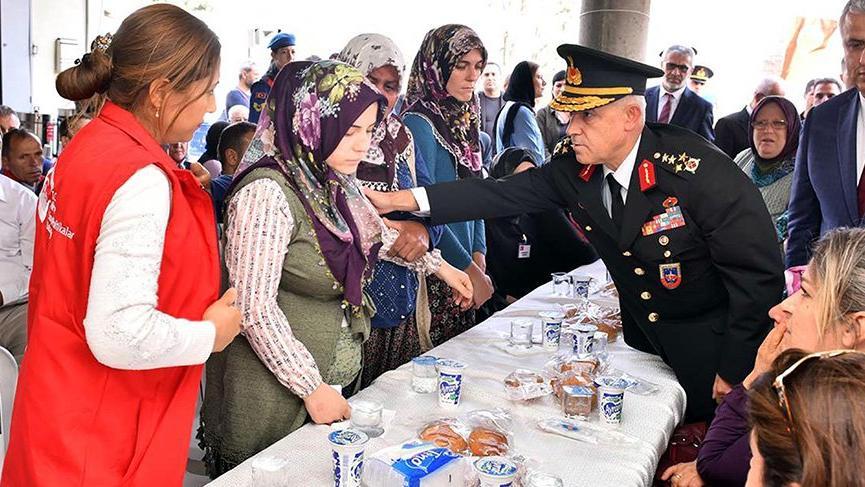 Orgeneral Arif Çetin, donarak şehit olan askerlerin ailelerini ziyaret etti