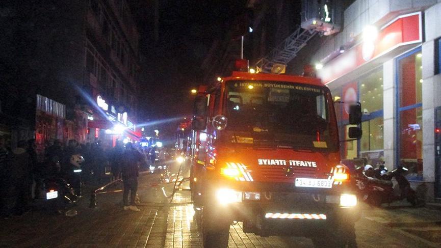İstanbul'da yangın! Apartman boşaltıldı