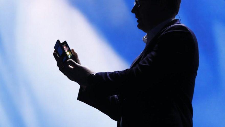 Katlanan telefon resmen lanse edildi: Açılınca tablet oluyor
