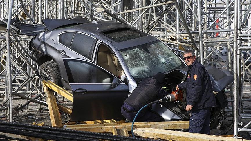 Ankara'da otomobil köprü inşaatı iskelesine çarptı