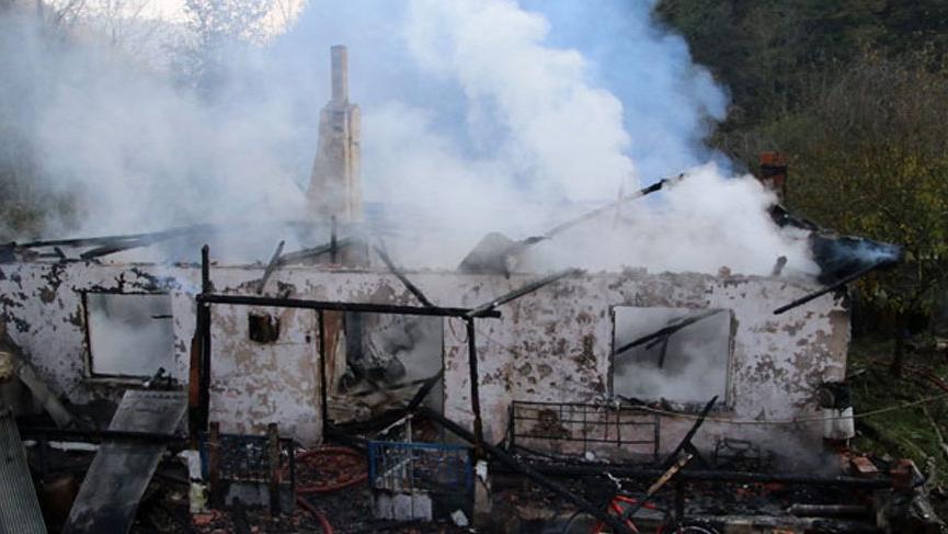 Eşini toprağa verdi, döndüğünde evinin yandığını gördü