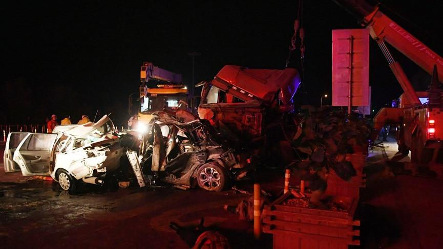 Korkunç kaza! 26 araç birbirine girdi: 14 ölü
