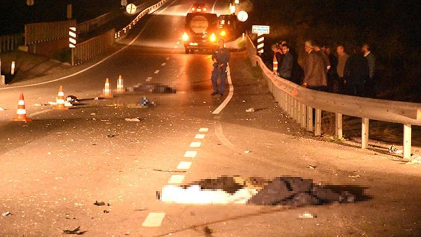 Minibüs yayalara çarptı: 2 ölü