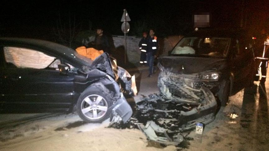 Beykoz'da iki araç kafa kafaya çarpıştı: Ölü ve yaralılar var
