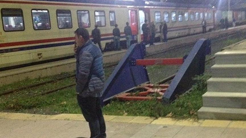 300 yolcusuyla hareket eden Halkalı treni arıza yaptı