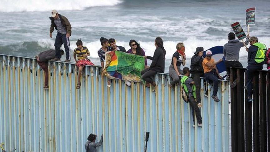 Göçmenler ABD sınırına ulaştı! Sayı hızla artıyor…