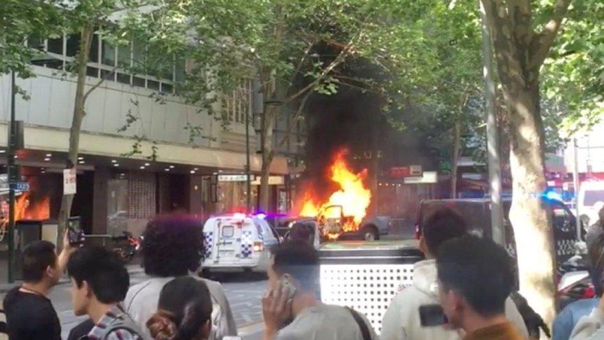 Melbourne'de faciadan dönüldü… IŞİD'den bıçaklı saldırı
