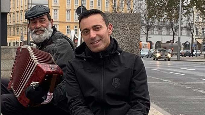 Mustafa Sandal'dan hayranlarına Viyana'dan çağrı